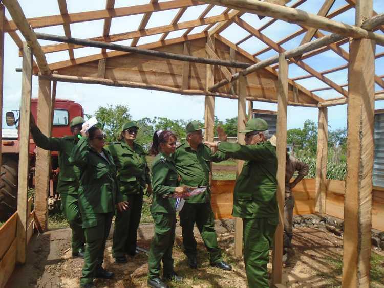 Viceministro de las Fuerzas Armadas Revolucionarias constata avances de la recuperación en Camagüey