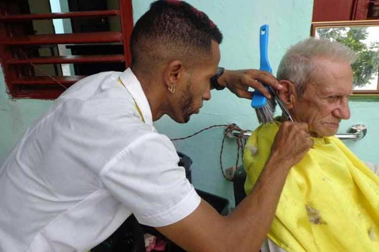 El gobierno cubano suspende la entrega de permisos para trabajo privado